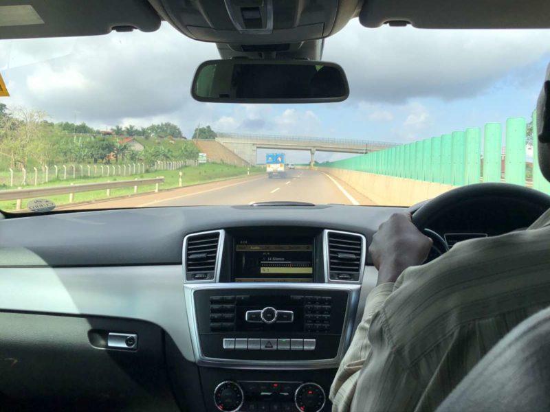 Autofahrt Autobahn von Entebbe nach Kampala