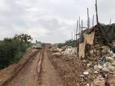Straße zur Kiteezi Mülldeponie Kampala Uganda - Größte Mülldeponie in Ostafrika