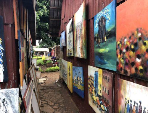 Handgemachtes aus Uganda: Kunstmarkt am Nationaltheater Kampala