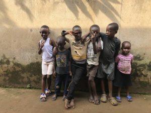 Kinder Gruppenfoto Kazo Kawempe Kampala Uganda