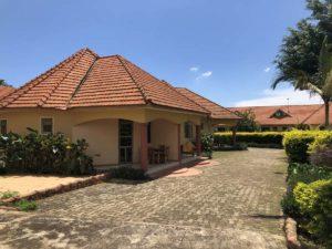 Peniel Beach Hotel Entebbe Hotelzimmer außen