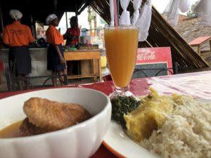 Essen in einem Restaurant in Kazo